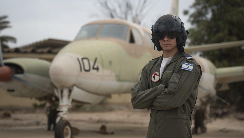 סגן א. מקצרין, בין מסיימי קורס טייס השבוע