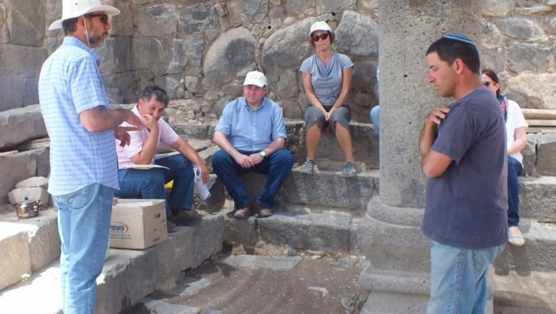 אובן פינסקי סייר באתרי מורשת יהודית בגולן