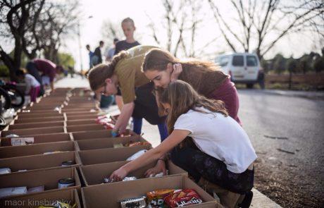 בכל שנה, לפני חגי תשרי, מתכנסים אנשים- מפעל של חסד
